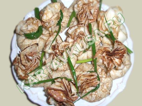 Горячие закуски можно подавать на порционных сковородах из белого...