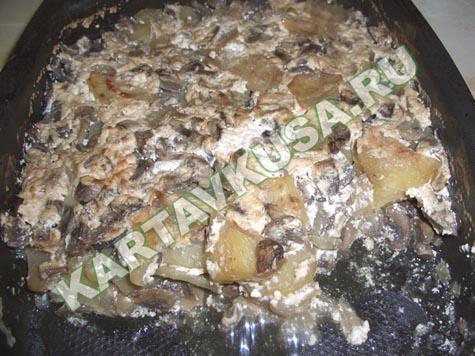 На фото картошка с грибами и луком